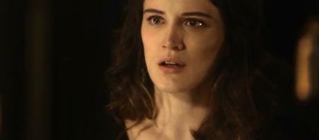Clara fica chocada com as revelações de Gael