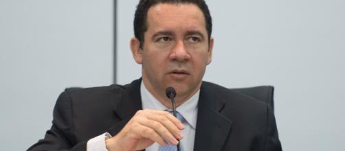 Em cerimônia, Dyogo Oliveira agradece Temer pelo cargo.