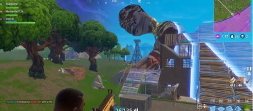 Giant sized glitch in 'Fortnite' - [Image via YouTube/Fortnite SparkTV]