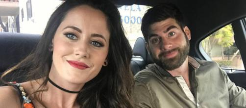 Jenelle Evans and David Eason take a car selfie. [Photo via Instagram]
