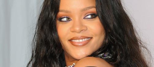 Rihanna se impone en redes sociales con su atrevido look