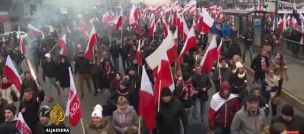 Marsz Niepodległości pokazany w arabskiej telewizji (youtube.com).