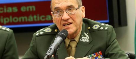 Chefe do Exército, general Villas Bôas, se manifesta sobre ameaça á democracia no Brasil