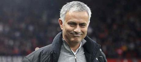José Mourinho continua orientando o Manchester United