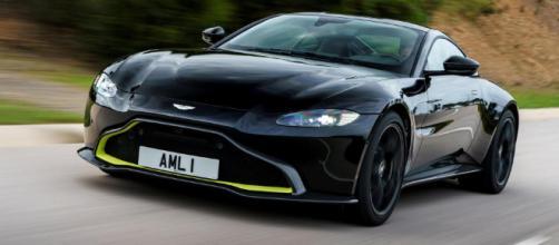 El Aston Martin Vantage es más exclusivo, más exótico y más caro que un Porsche 911.
