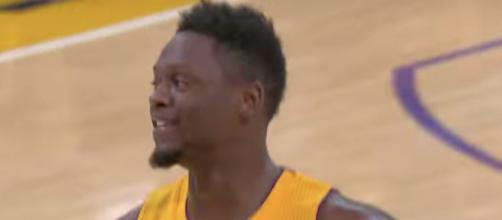 The Mavs should 'aggressively target' Julius Randle this summer, according to ongoing NBA rumors. [Image via NBA/YouTube]