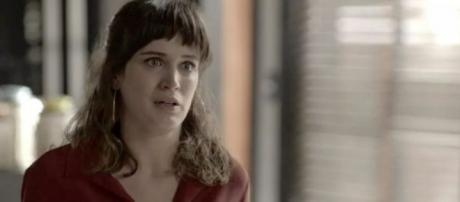 Clara vive dia de cão em 'O Outro Lado'. (foto reprodução).
