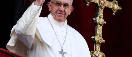 Em mensagem de Natal, Papa pede paz ante guerra e terrorismo.