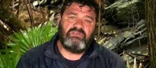 Franco ha lasciato l'Isola dei Famosi per controlli medici.