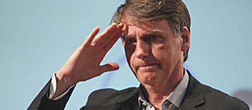 Jair Bolsonaro questiona falta de inteligência de Dilma e Lula durante discurso