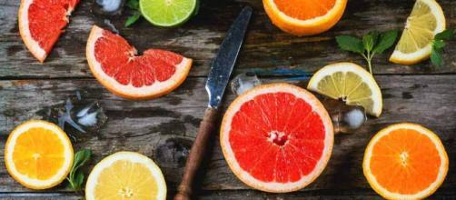 La vitamina C es uno de los micronutrientes más necesarios en nuestro organismo, porque contribuye conservar el sistema de defensas.
