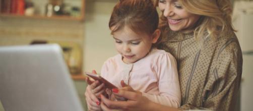 Los padres afirman que utilizan las redes sociales a diario para obtener ayuda en la crianza de los hijos.