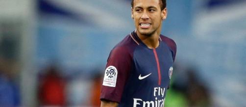 Neymar cierra un pacto con Florentino Pérez