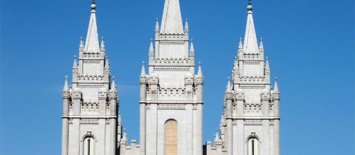The iconic Mormon church in Salt Lake City, Utah / [img src: Wikimeida user Niro87: CC BY-SA 3.0]