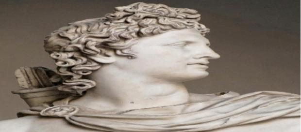 Apolo depois de Zeus Dias, foi o deus grego mais importante