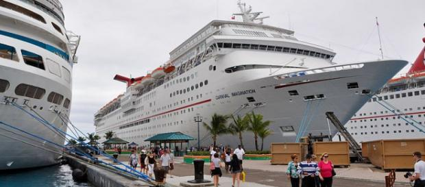 Carnival cruise ship in Puerto Rico. (Image credit - Chris Gent, Wikimedia Commons)