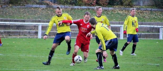 Der FC Erfurt Nord (in Rot gegen Leinefelde beim 3:0-Sieg) will gegen Bad Frankenhausen den Hattrick perfekt machen. Foto: Martin Bogatz