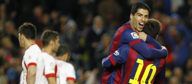 El Barça gana sin exprimirse con hachazos de Messi y Suarez