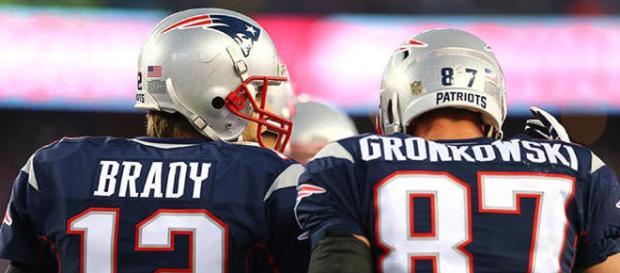 Gronk dice que vuelve a los Patriots si Tom Brady se queda en el equipo