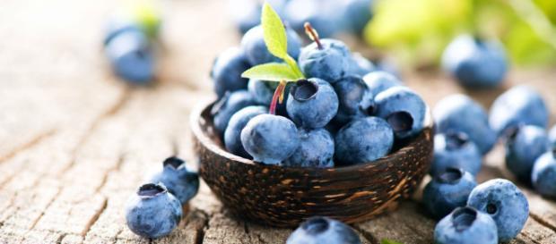 Los arándanos son una gran fuente de resveratrol y otros antioxidantes, junto con fibra dietética, vitaminas C y K y manganeso.