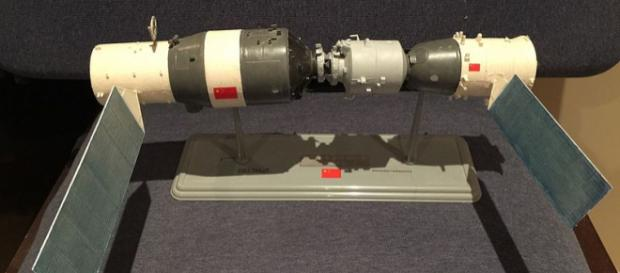 Model of the Chinese Tiangong Shenzhou space station combination (Image credit – Leebrandoncremer, Wikimedia Commons)