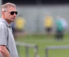 VfB Stuttgart: Michael Reschke an Berns Mbabu interessiert