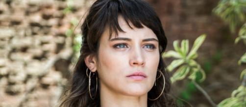 Clara (Bianca Bin) fará todo o possível para salvar a mãe. (Reprodução/Web)