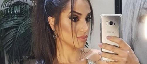 Ex-sister mostra fotos de seu vestido antes de acompanhar do palco as últimas emoções do Big Brother Brasil 18. (foto reprodução).