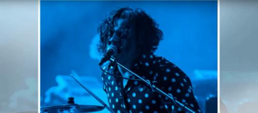Jack White gave his hometown of Detroit an emotional show and even danced with his mom. Image source: Breaking News 24-7/YouTube
