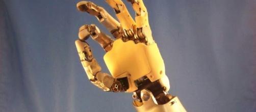 Motorica presenta brazo artificial