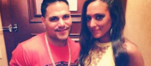 Ronnie Magro and Sammi Giancola pose for photo. [Photo via Instagram]