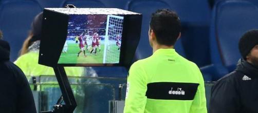 Var, Video Assistant Referee, conosciuta anche come moviola in campo