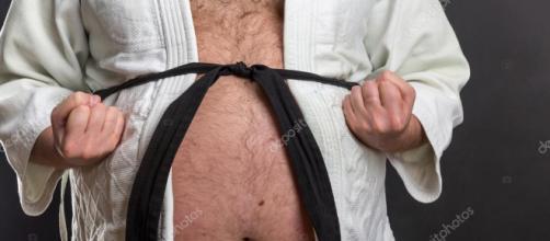 Los hombres suelen acumular grasa en el vientre. - depositphotos.com