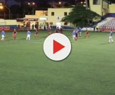 Rissa sugli spalti durante una partita di calcio giovanile