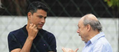 Empresários do jogador tiveram uma reunião com dirigentes santistas