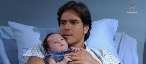 Otávio recebe a visita da filha no hospital em Coração Indomável (Foto: Canal Las Estrellas)