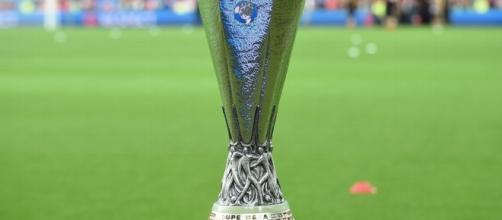 Roban la copa de la UEFA Europa League y dos días después la hallan en México