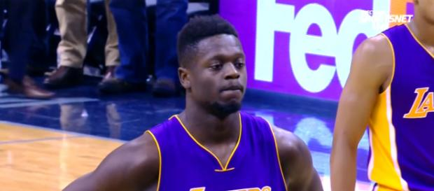 Julius Randle on the free-throw line in the final seconds of Lakers-Grizzlies game – [image: Lakers Nation/ Youtube]