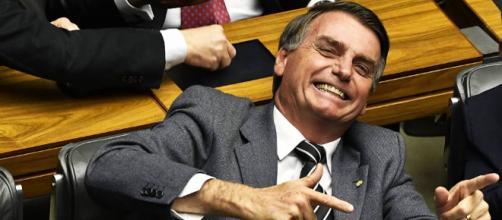 Bolsonaro surpreende e comparece a casamento de fã - com.br