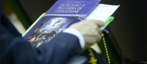 El Vaticano dictará cursos de exorcismo por teléfono