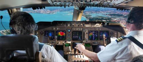 Por qué se ha vuelto tan lucrativo convertirse en piloto de avión.