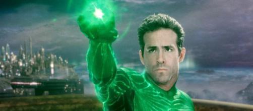 Ryan Reynolds interpretando a Linterna Verde.