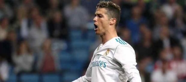 Cristiano Ronaldo muito atento ao que se passa no Real