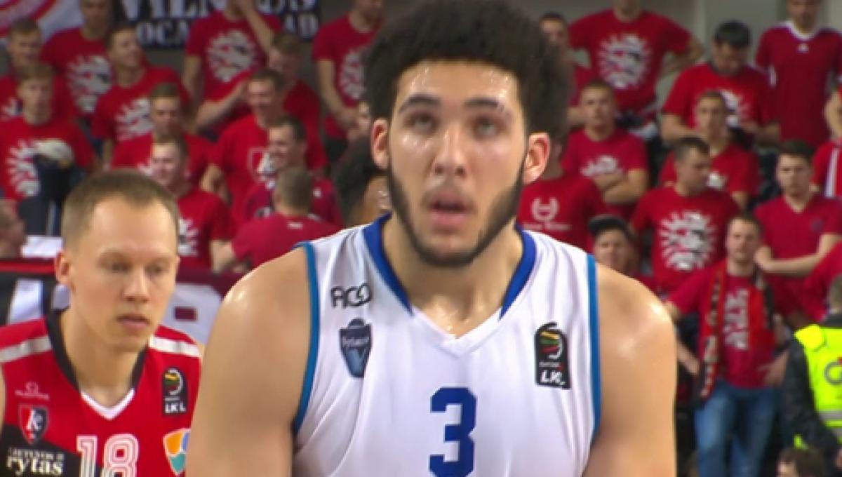 87ba7d2d4e2e LiAngelo Ball suffers ankle injury in LeBron James shoes
