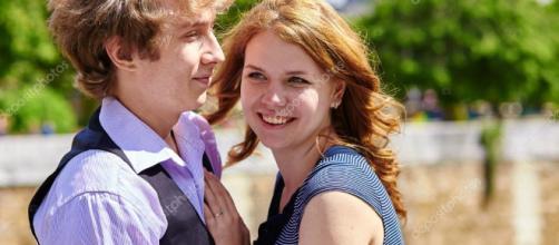 Citas pareja disfrutando día de sol en París