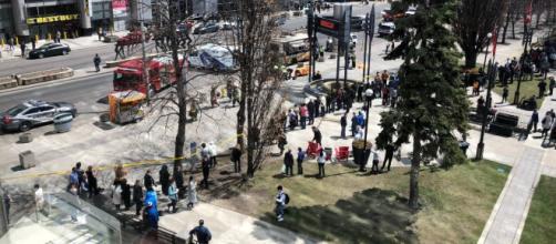 Furgone sulla folla a Toronto, ultime notizie