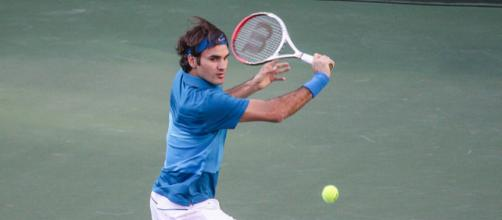 Federer's famous backhand shot will not be seen in this French Open. [image source: Mike McCune - Wikimedia Commons]