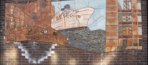 Hulme Library mural detail War and Empire Windrush Photo by Ceropegius via Wikimedia