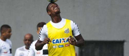 Jogador atuou em apenas dez partidas com a camisa do Santos