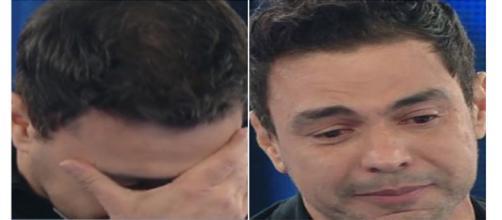 O cantor não conteve suas lágrimas durante entrevista.